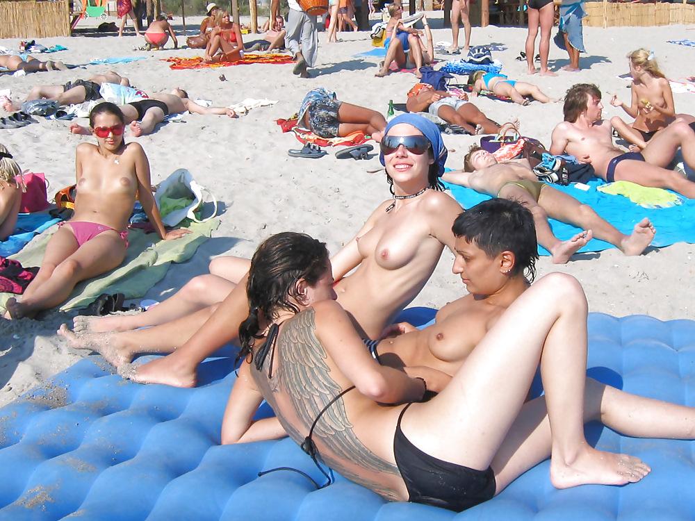 【画像100枚】ヌーディストビーチに割と子供みたいなのがいるんだが、、、ええのんか?・4枚目