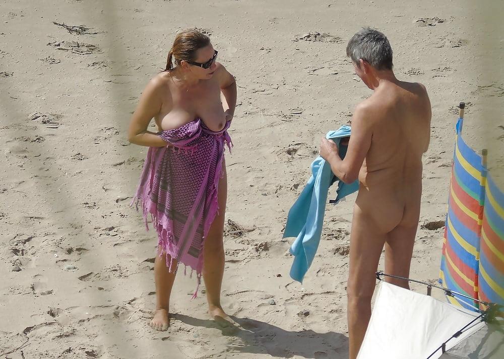 【画像100枚】ヌーディストビーチに割と子供みたいなのがいるんだが、、、ええのんか?・41枚目