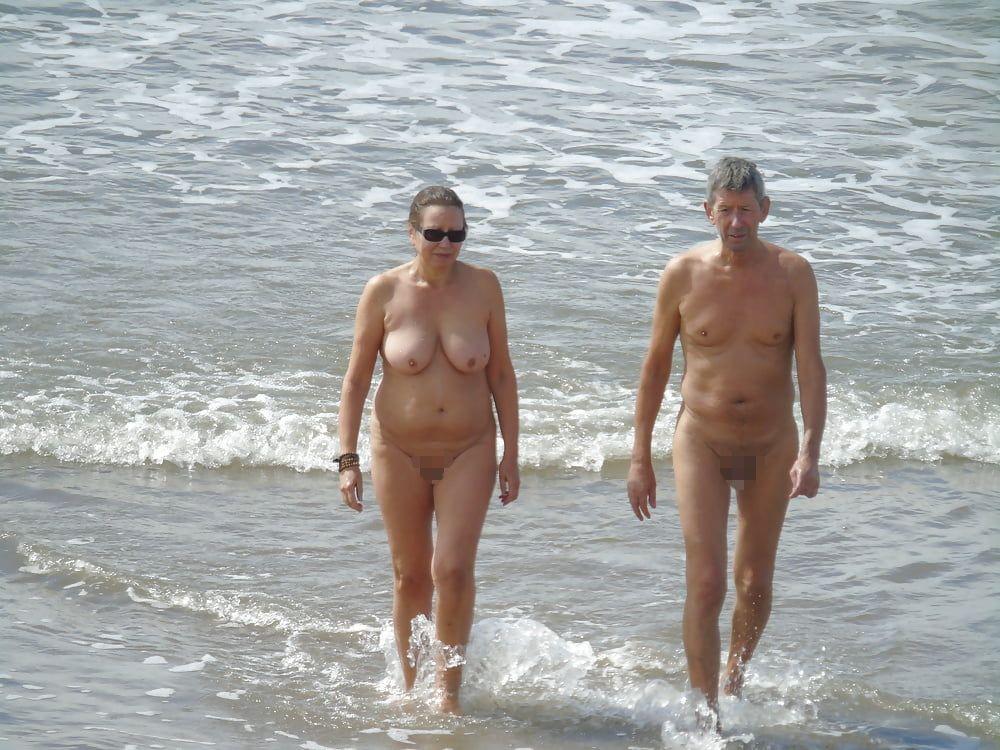 【画像100枚】ヌーディストビーチに割と子供みたいなのがいるんだが、、、ええのんか?・42枚目