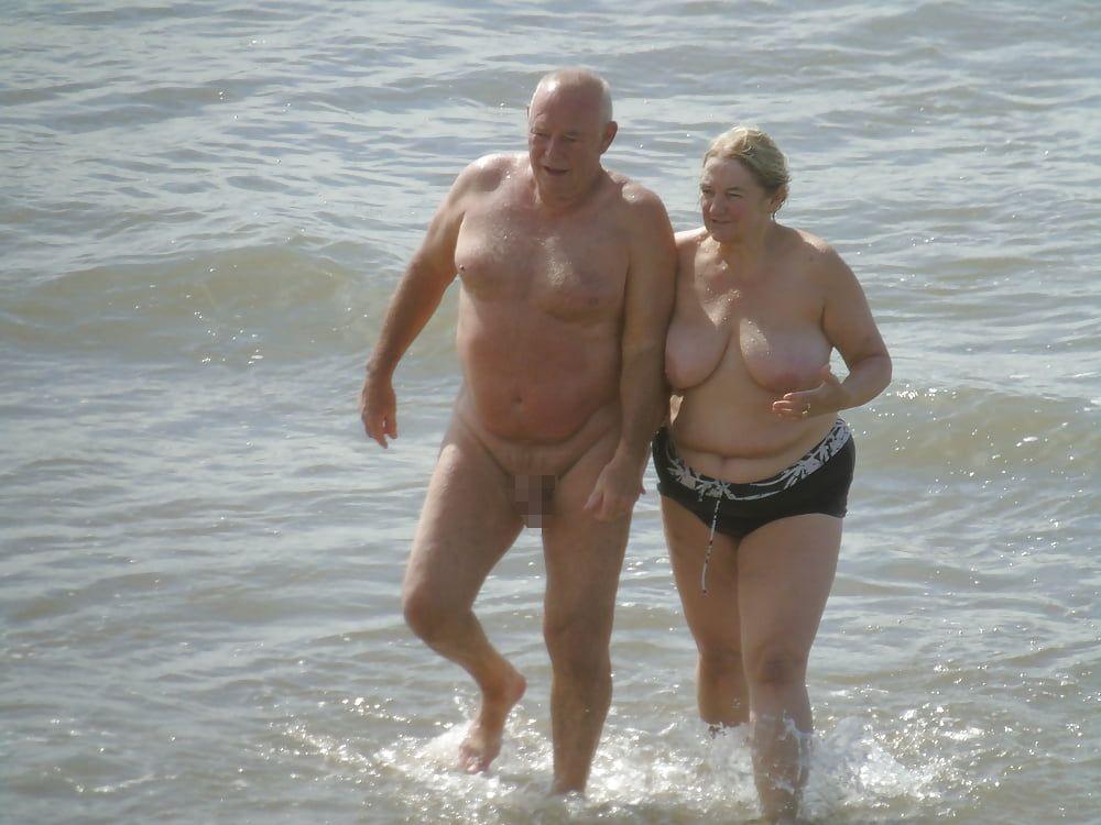 【画像100枚】ヌーディストビーチに割と子供みたいなのがいるんだが、、、ええのんか?・45枚目