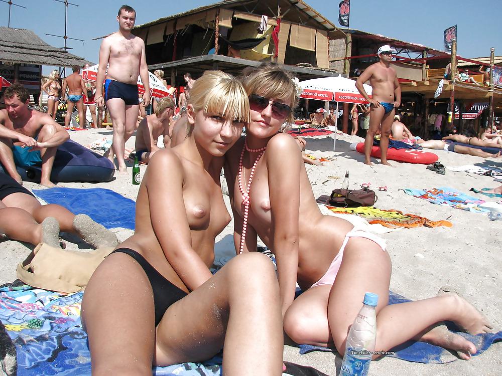 【画像100枚】ヌーディストビーチに割と子供みたいなのがいるんだが、、、ええのんか?・62枚目