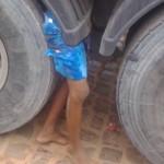 【閲覧注意・まとめ】トラックの隙間に「下半身」しかない少年が見つかる。
