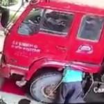 【衝撃】トラック整備士がタイヤの爆発をゼロ距離で食らった時の死に方。(動画)