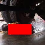 【閲覧注意】トラックに踏みつぶされ「中身」が全て出た人の最期の表情。(動画)