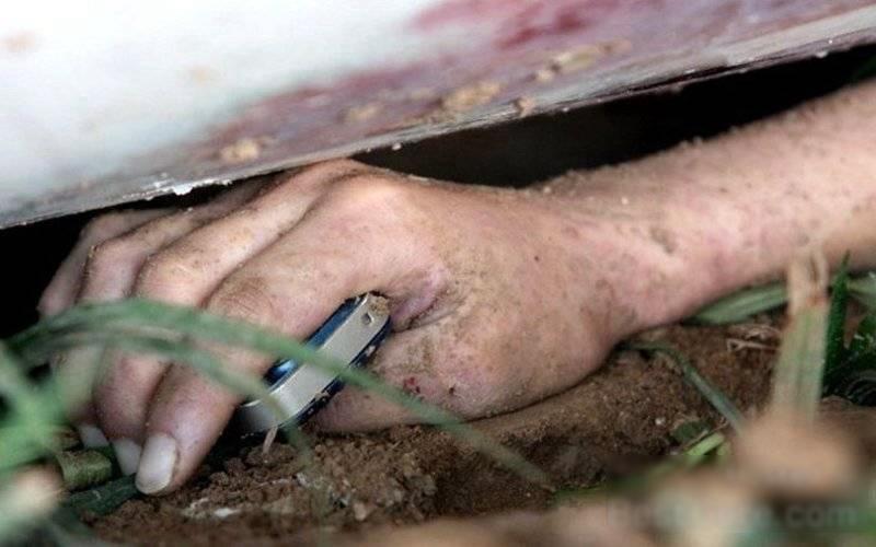 【閲覧注意】ミキサー車に押し潰された女性、ペシャンコ。(画像)・3枚目