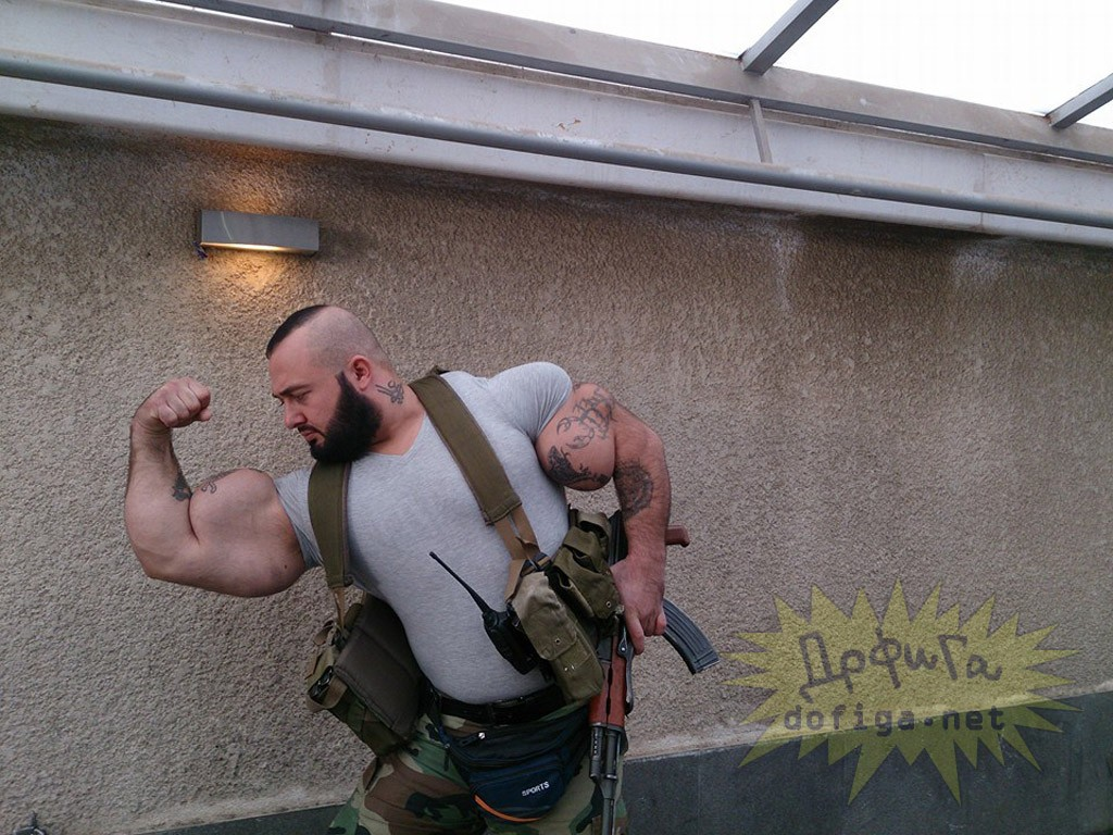 【最強】シリアのバケモノ兵士。コイツと遭遇したら100パー死ぬ(画像)・6枚目