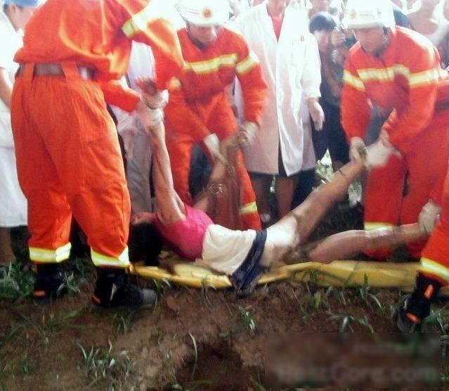 【閲覧注意】ミキサー車に押し潰された女性、ペシャンコ。(画像)・8枚目