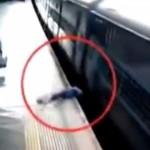【衝撃】駅のホームに頭から突っ込んだらこうなる。。。(動画)