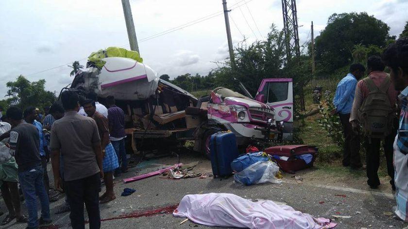 【閲覧注意】バスとトラックの事故現場、まさに地獄絵図・・・(動画)・1枚目
