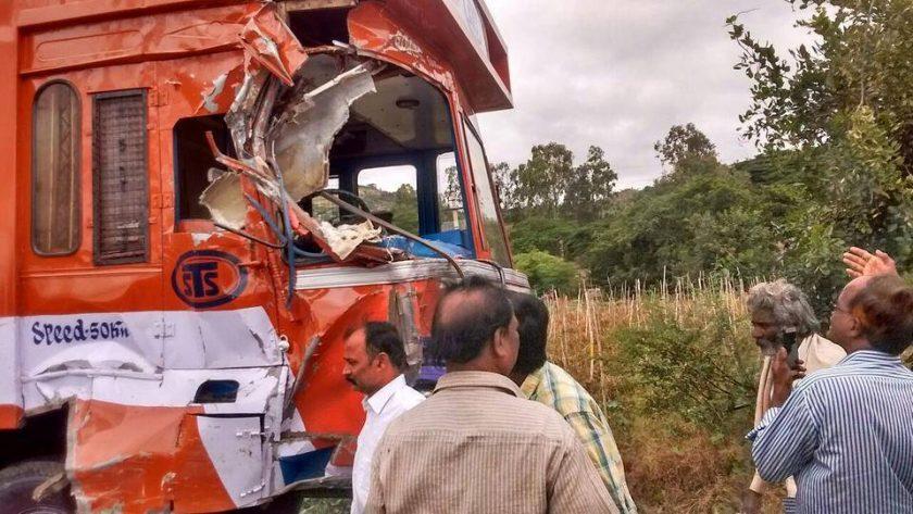【閲覧注意】バスとトラックの事故現場、まさに地獄絵図・・・(動画)・5枚目