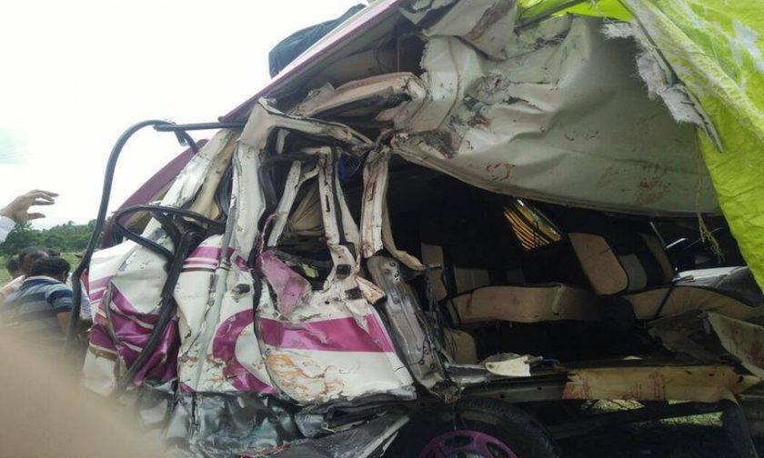 【閲覧注意】バスとトラックの事故現場、まさに地獄絵図・・・(動画)・7枚目