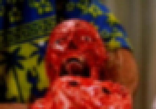 【※最恐】生きたままカッターで顔を剥がれ斬首される恐怖映像、、コレ見れたらグロ耐性最強認定orz(超閲覧注意)