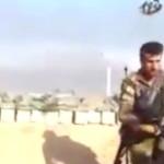 【閲覧注意】マシンガンをブッ放してる兵士さん、スナイパーに華麗にヘッドショットを決められ無事死亡。(動画)