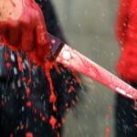 【衝撃映像】街中で男が女性の首を刺して大パニックになる。(動画)