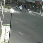 【衝撃】轢かれたバイクの運転手、空中でアクロバティックな動きをする。これは死んだな。。(動画)