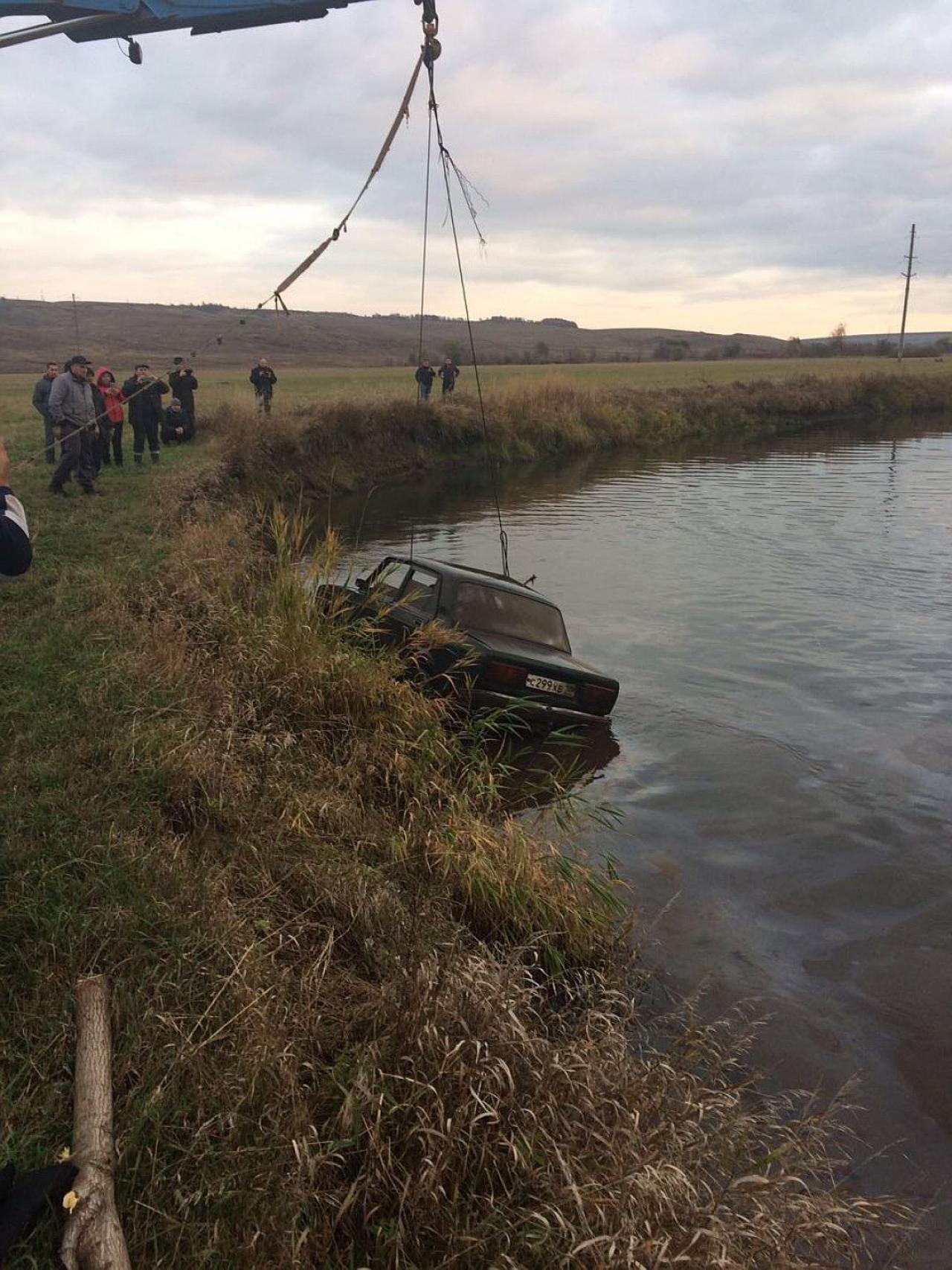 【閲覧注意】ロシアの池から引き揚げられた車のトランクに入っていたモノ。(画像)・1枚目
