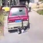【因果応報】当たり屋さんがほんとに注意散漫な車に当たってしまった結果。(動画)