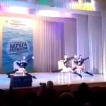 6歳から12歳のダンス大会にエロすぎる3人組がいるんだが。。(動画)