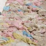 【衝撃】数万個の使用済みコンドームが流れ着いたビーチがこちら。(動画)