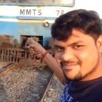 列車の近くで自撮りした男がしっかり轢かれる瞬間。(動画)