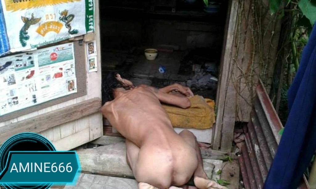 【閲覧注意】全裸で死亡してる女性が玄関先で発見される。(画像)・1枚目