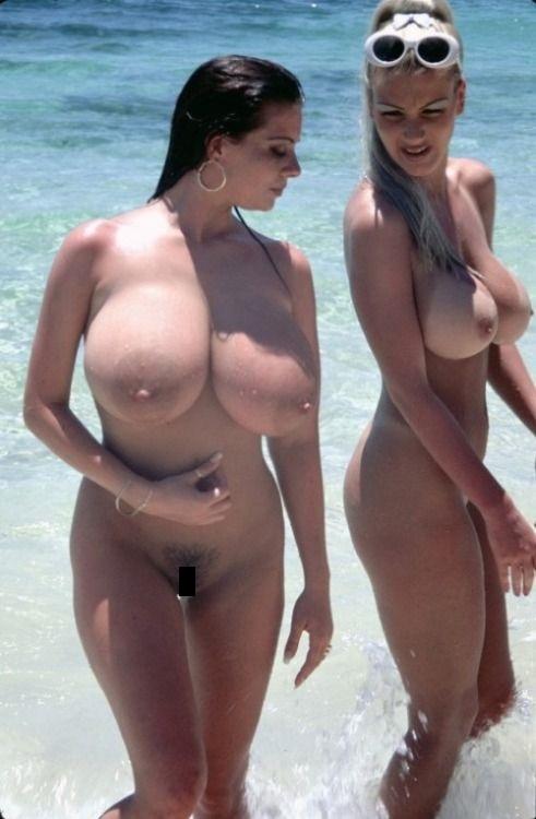 【驚愕】ヌーディストビーチに降臨した「爆乳女子」これはエロい。(画像)・14枚目