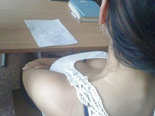 【画像】海外の女子学生がマジでエロすぎて授業に集中できない。。(画像)・13枚目