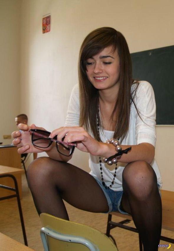 【画像】海外の女子学生がマジでエロすぎて授業に集中できない。。(画像85枚)・11枚目