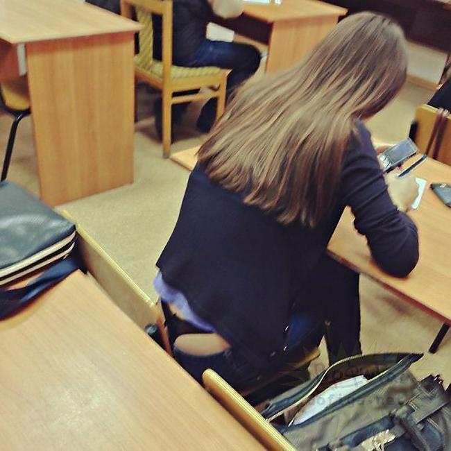 【画像】海外の女子学生がマジでエロすぎて授業に集中できない。。(画像85枚)・18枚目