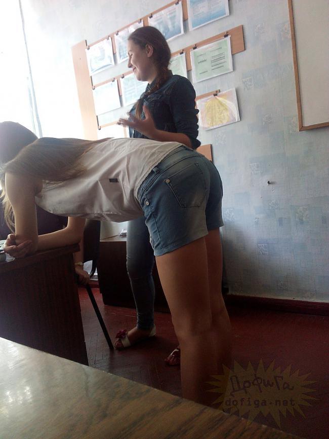 【画像】海外の女子学生がマジでエロすぎて授業に集中できない。。(画像85枚)・19枚目