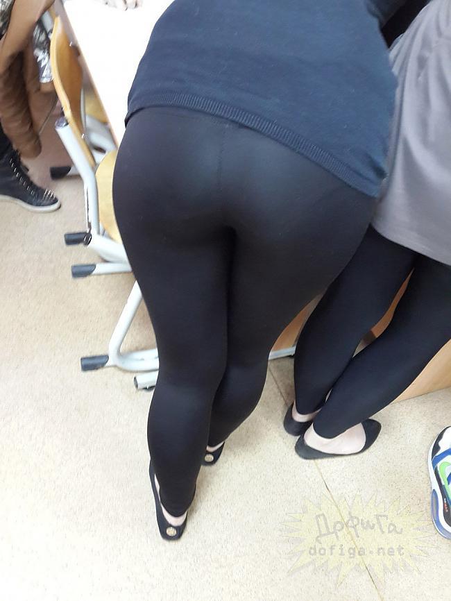 【画像】海外の女子学生がマジでエロすぎて授業に集中できない。。(画像85枚)・26枚目