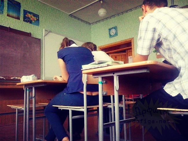 【画像】海外の女子学生がマジでエロすぎて授業に集中できない。。(画像85枚)・29枚目