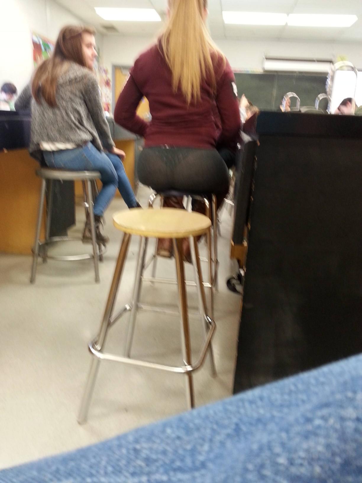 【画像】海外の女子学生がマジでエロすぎて授業に集中できない。。(画像85枚)・43枚目