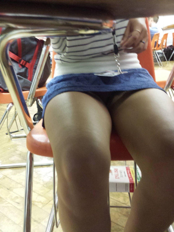 【画像】海外の女子学生がマジでエロすぎて授業に集中できない。。(画像85枚)・47枚目