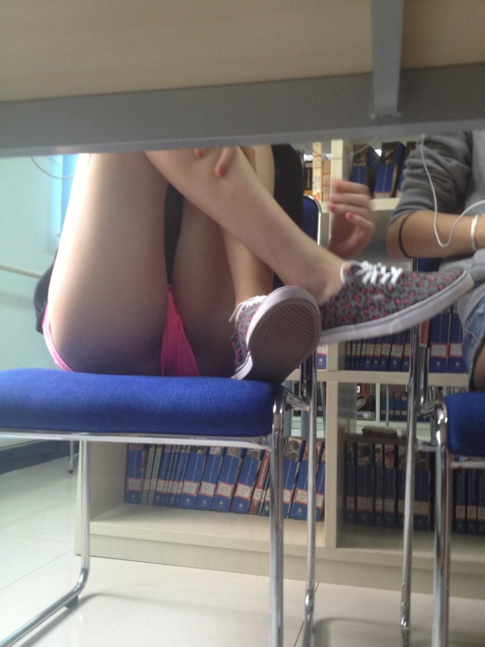 【画像】海外の女子学生がマジでエロすぎて授業に集中できない。。(画像85枚)・50枚目