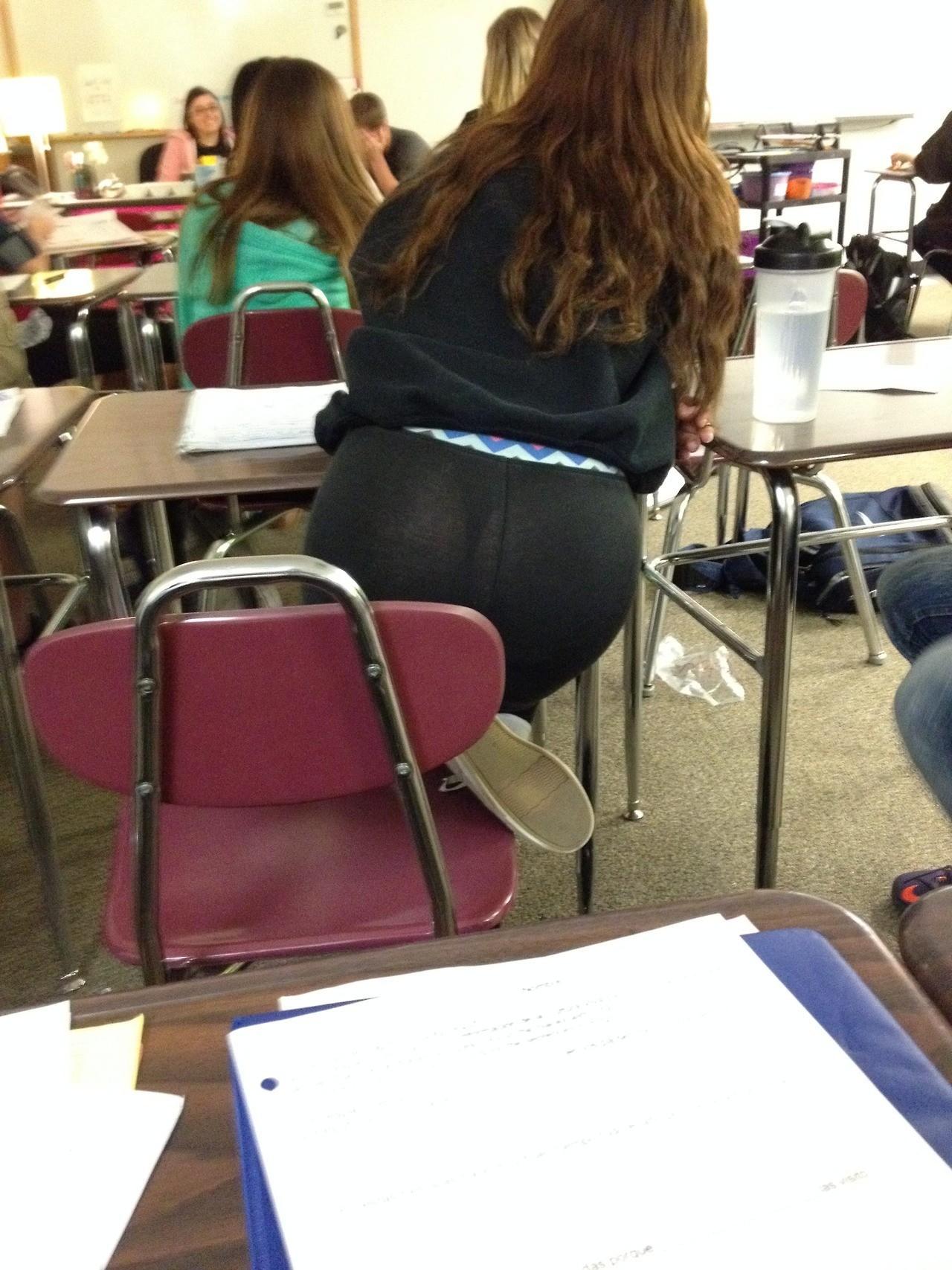【画像】海外の女子学生がマジでエロすぎて授業に集中できない。。(画像85枚)・56枚目