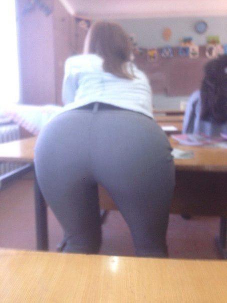 【画像】海外の女子学生がマジでエロすぎて授業に集中できない。。(画像)・3枚目