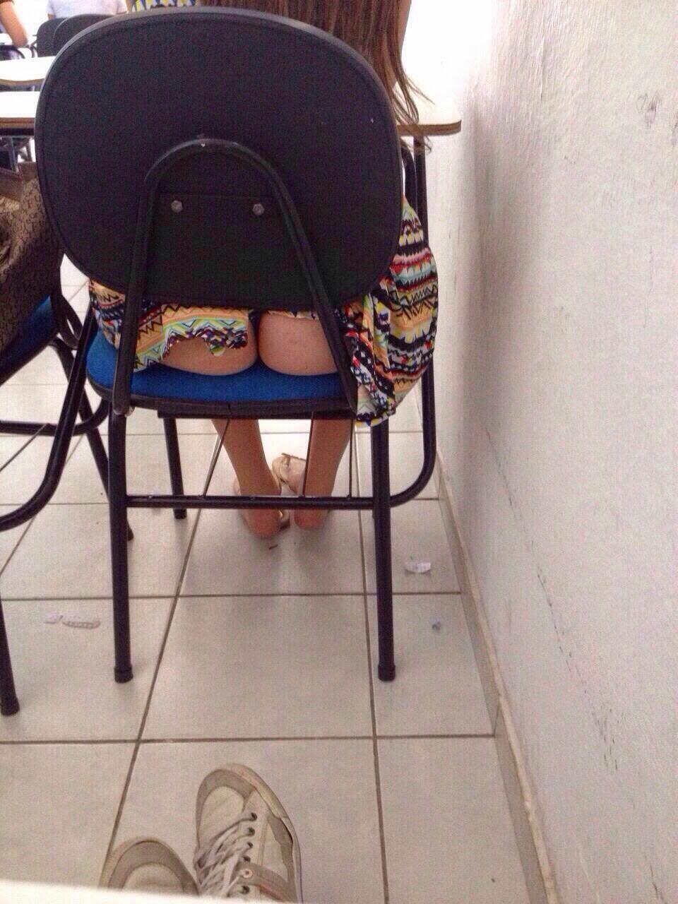 【画像】海外の女子学生がマジでエロすぎて授業に集中できない。。(画像)・6枚目