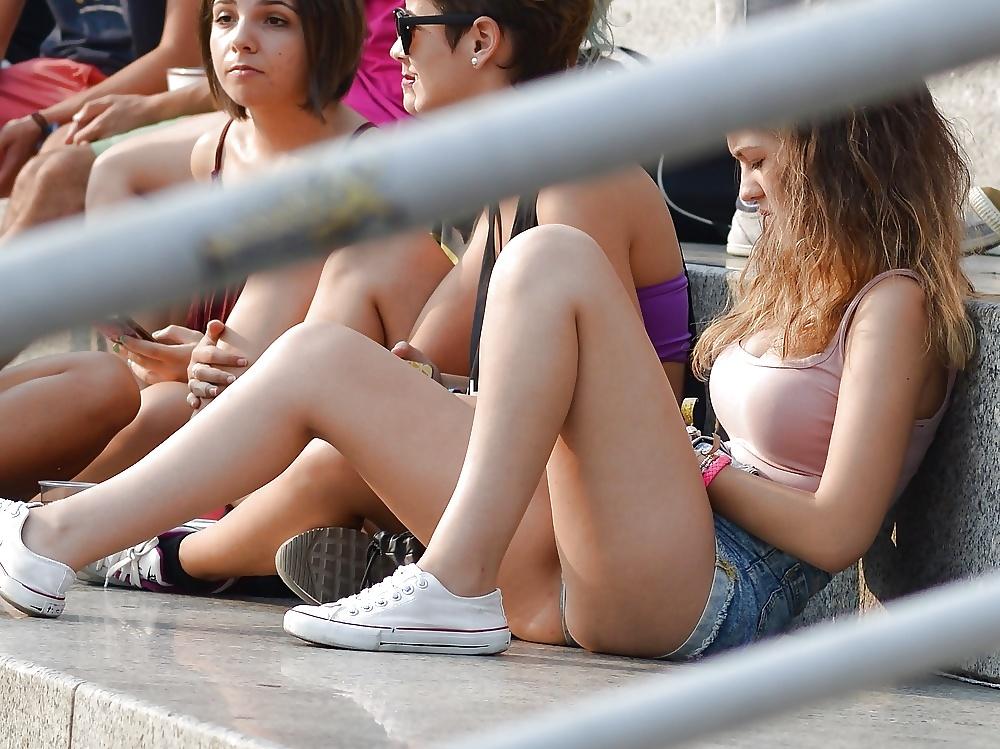 【画像】海外の女子学生がマジでエロすぎて授業に集中できない。。(画像)・9枚目