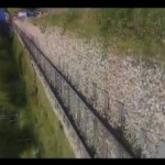 【衝撃】酔っ払い女が線路の近くを歩いた結果・・・