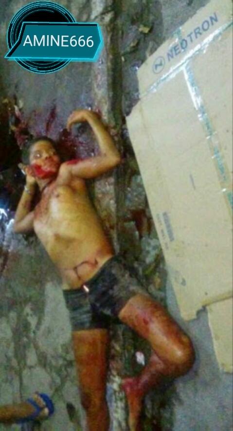 【閲覧注意】おっぱい丸出しで首をカッ切られた女の子。。(画像)・1枚目