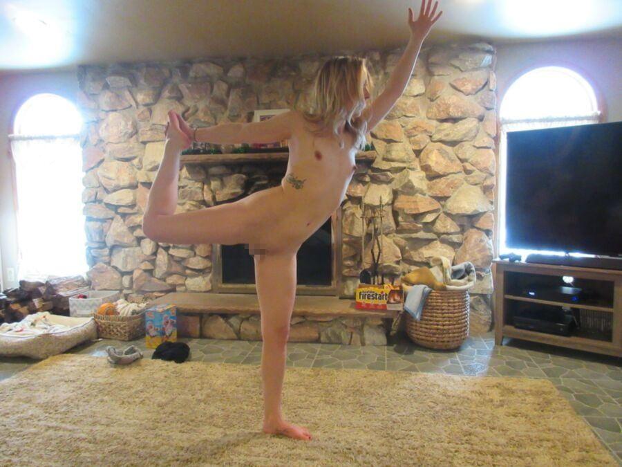 【エロ】ガチの「全裸ヨガ教室」が存在した。(動画、画像100枚)・56枚目
