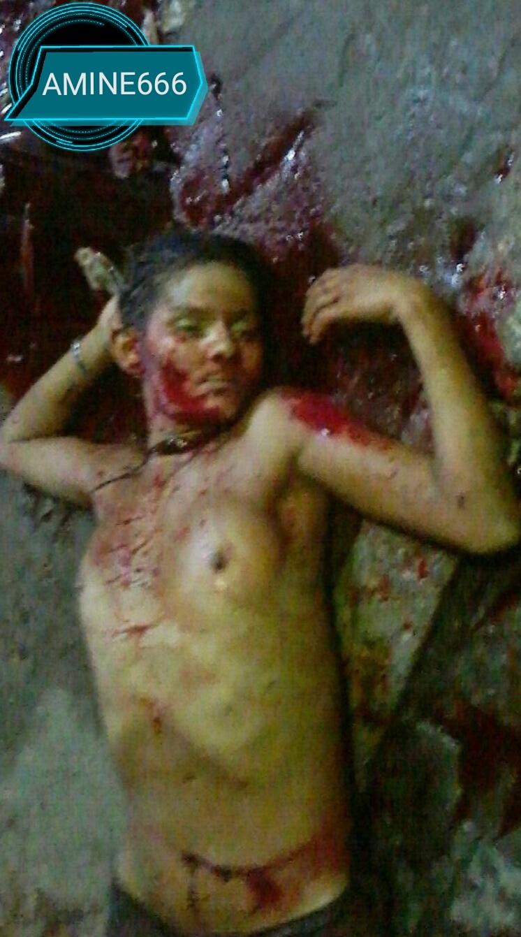 【閲覧注意】おっぱい丸出しで首をカッ切られた女の子。。(画像)・2枚目