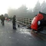 【閲覧注意】車が真っ二つになる事故現場。乗っていた人は?(画像)