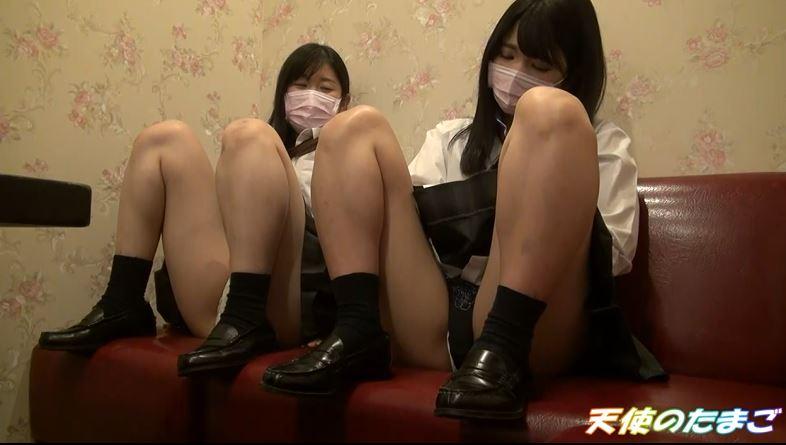 【画像あり】現役女子○生が友達と援○する問題のハメ撮り映像がこちら。・12枚目