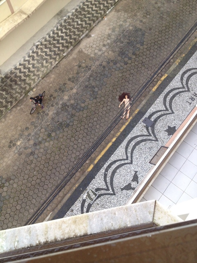 【自殺】全裸の女性が「飛び降り自殺」した結果。。(動画)・1枚目