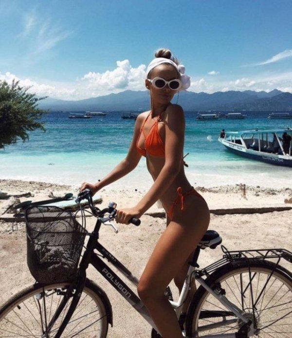 【画像】ただただ自転車に乗ってる女性を撮影した写真マジでエロすぎ。・5枚目