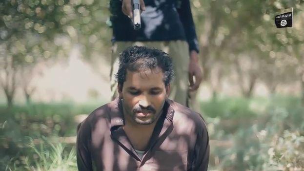 【閲覧注意】ISISのハンドガンにより処刑動画、全てを諦めた男の表情がキツい・・・・・(画像、動画)・5枚目