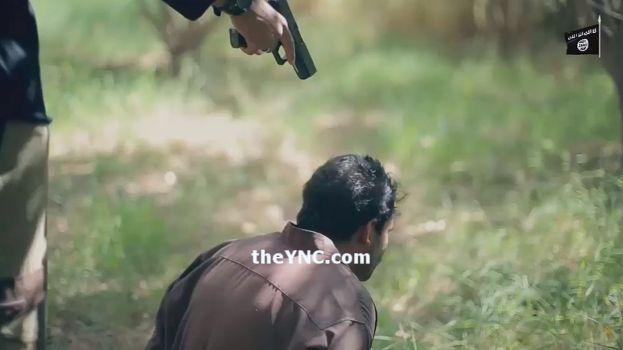 【閲覧注意】ISISのハンドガンにより処刑動画、全てを諦めた男の表情がキツい・・・・・(画像、動画)・10枚目