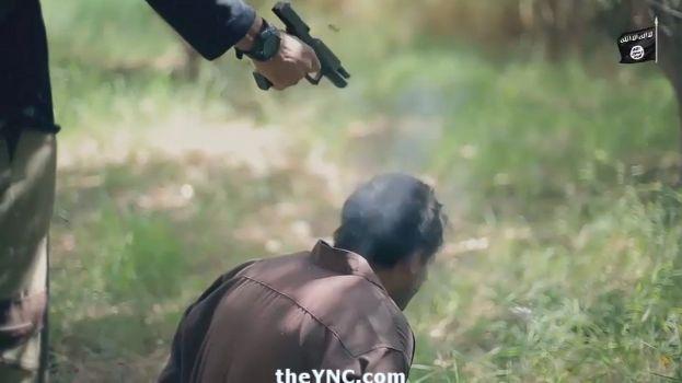 【閲覧注意】ISISのハンドガンにより処刑動画、全てを諦めた男の表情がキツい・・・・・(画像、動画)・11枚目